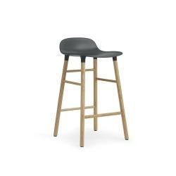 Барный стул Form с ножками из дуба 65 см, зеленый, Normann Copenhagen